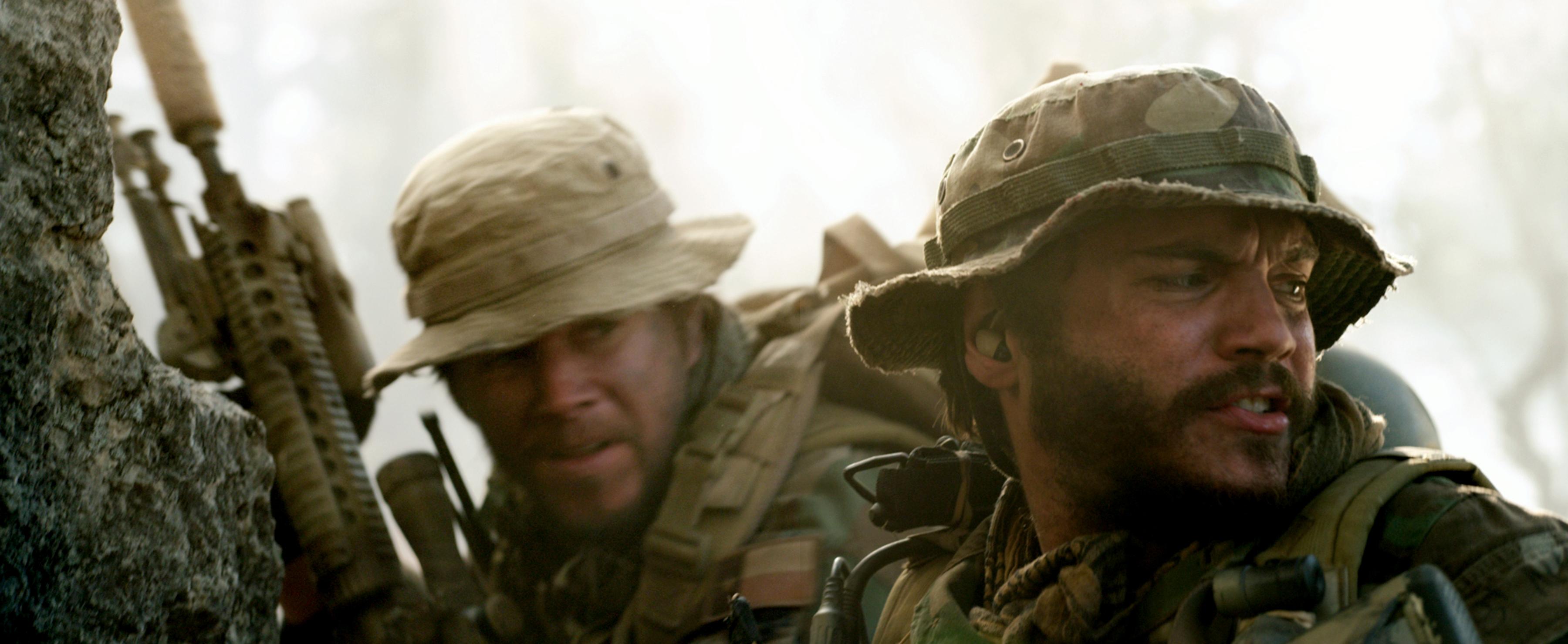 International cinema clips website 01 11 - Mark Wahlberg Emile Hirsch Lone Survivor