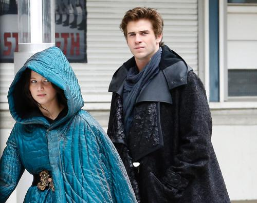 Jennifer Lawrence Liam Hemsworth The Hunger Games Mockingjay Part 2
