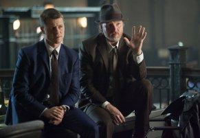 Ben Mckenzie Donal Logue Gotham Harvey Dent 09 816-565