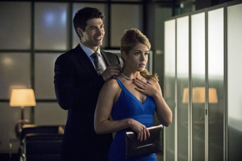 Brandon Routh Emily Bett Rickards Arrow Draw Back Your Bow