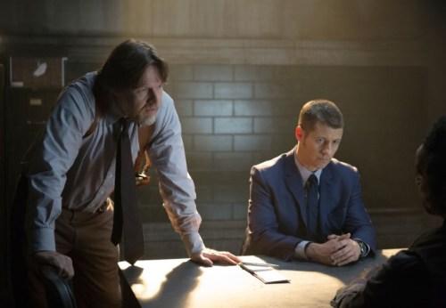 Donal Logue Ben Mckenzie Gotham Harvey Dent 03 816x565