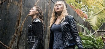 alycia-debnam-carey-eliza-taylor-the-100-2.10-survival-of-the-fittest-01-350x164