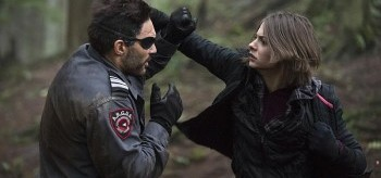manu-bennett-willa-holland-arrow-3.14-the-return-350x164