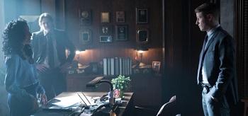 Zabryna Guevara Donal Logue Ben Mckenzie Gotham Blind Fortune Teller 01 350x164