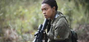 sonequa-martin-green-the-walking-dead-5.13-forget-350x164