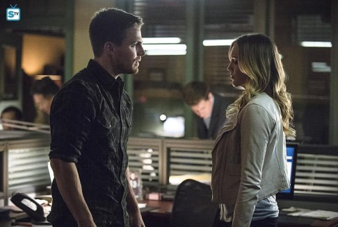 Stephen Amell Katie Cassidy Arrow Broken Arrow