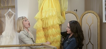 kat-dennings-beth-behrs-2-broke-girls-and-the-taste-test 01-350x164