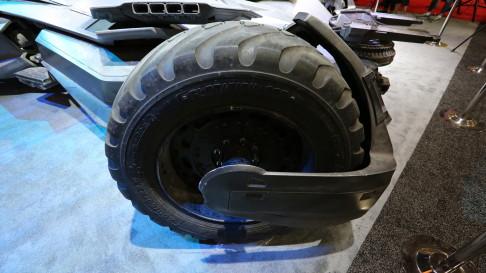 batman-v-superman-batmobile-wheels-03
