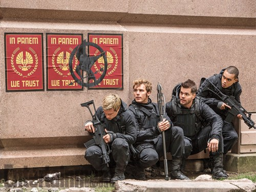 Josh Hutcherson Sam Claflin The Hunger Games Mockingjay Part 2