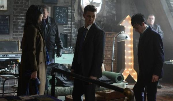 Morena Baccarin Ben Mckenzie Robin Lord Taylor Gotham Worse Than A Crime 600x350