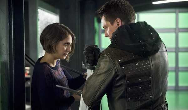 Willa Holland John Barrowman Arrow Eleven-Fifty-Nine