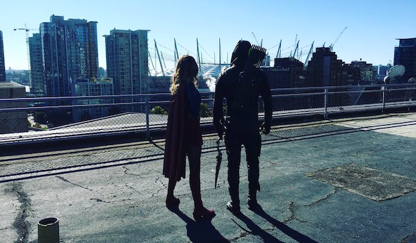 Supergirl Arrow Twitter