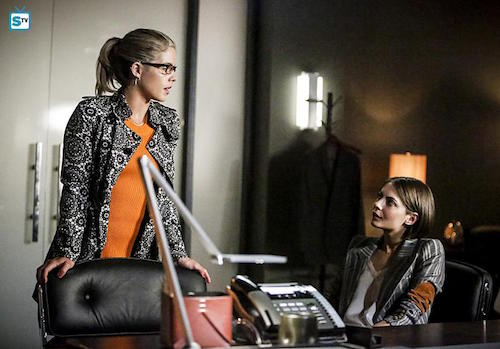 Emily Bett Rickards Willa Holland The Recruits Arrow