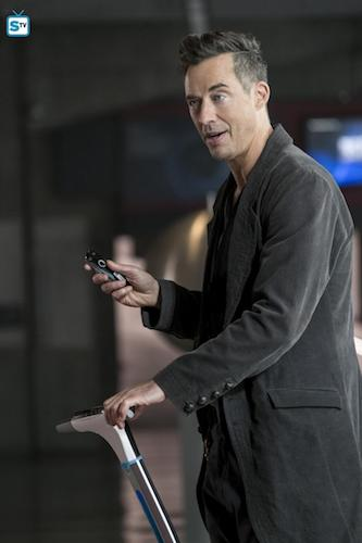 Tom Cavanagh Borrowing Problems From The Future The Flash