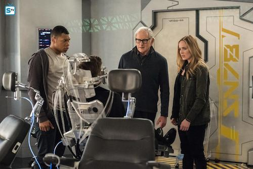Franz Drameh Victor Garber Caity Lotz Land of the Lost Legends of Tomorrow