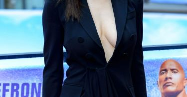 Alexandra Daddario Breasts Baywatch Berlin Film Premiere