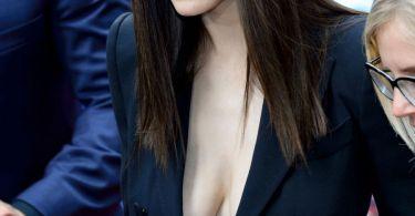 Alexandra Daddario Cleavage Baywatch Berlin Film Premiere