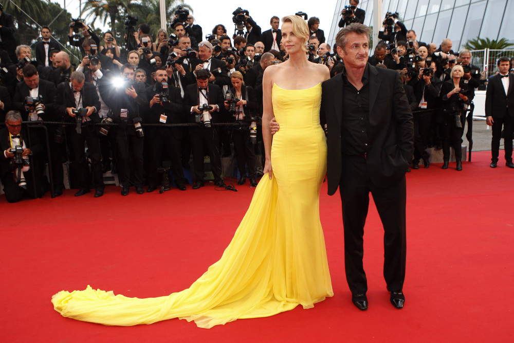 Actors Sean Penn, right, and Charlize Theron pose for photographers as they arrive for the screening of the film Mad Max: Fury Road at the 68th international film festival, Cannes, southern France, Thursday, May 14, 2015.  (AP Photo/Lionel Cironneau) ORG XMIT: XCAN171