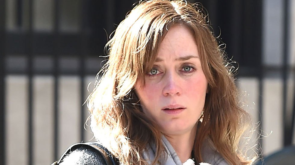 Emily-blunt-make-under-movie-set-girl-on-the-train-nyc