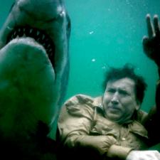 Cage, rekiny i bomba atomowa – zobacz zwiastun
