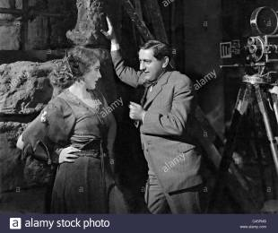 Die Hauptdarstellerin Mary Pickford im Gespräch mit Regisseur Ernst Lubitsch bei den Dreharbeiten zu 'Rosita', USA 1923. | The leading actress Mary Pickford talks with the director Ernst Lubitsch during the shooting of 'Rosita', USA 1923., 01.01.1923-31.12.1923