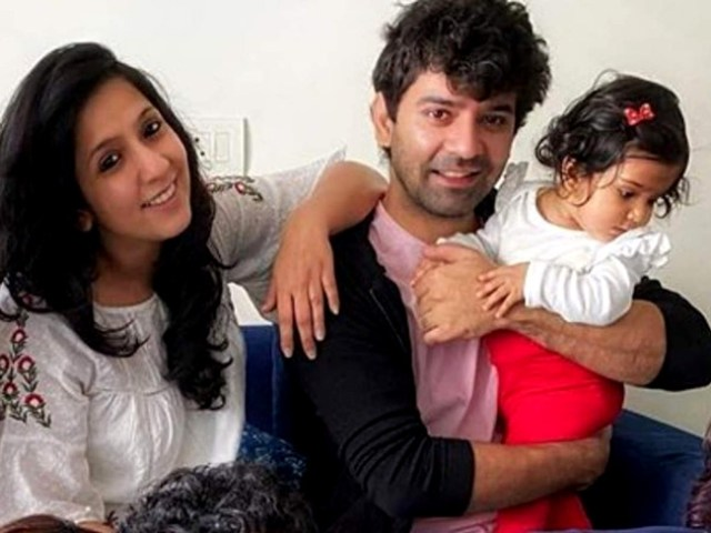 barun-sobti-eşi-ve-kızıyla-birlikte-çekilmiş-fotoğrafı