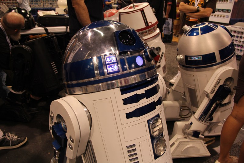 Star Wars droid R2-D2 – photo by William Tung
