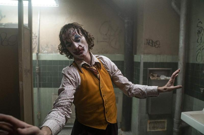 Joker (Joaquin Phoenix) performs his bathroom dance