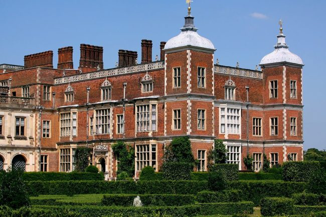 Hatfield House. Photo by Tim Felce (Airwolfhound) via Wikimedia Commons