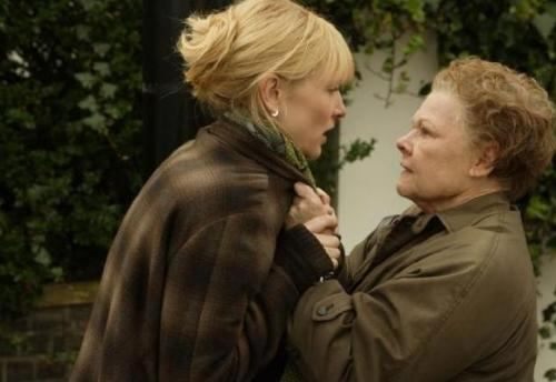 """""""Cat fight"""" (yes, this fight really was about a cat) of Sheba and Barbara in Notes on a Scandal. © 20th Century Fox"""