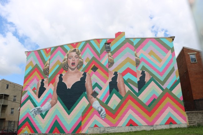 Cincinnati mural showing Rosemary Clooney