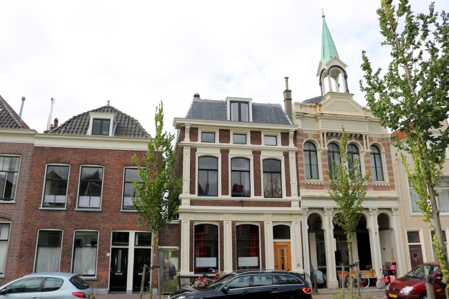 "The real-life location of ""The Little Street"" is likely to be between Vlamingstraat 40 and 42."