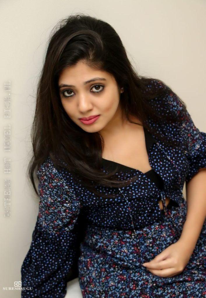 76+ Gorgeous Photos of Veena Nandakumar 47