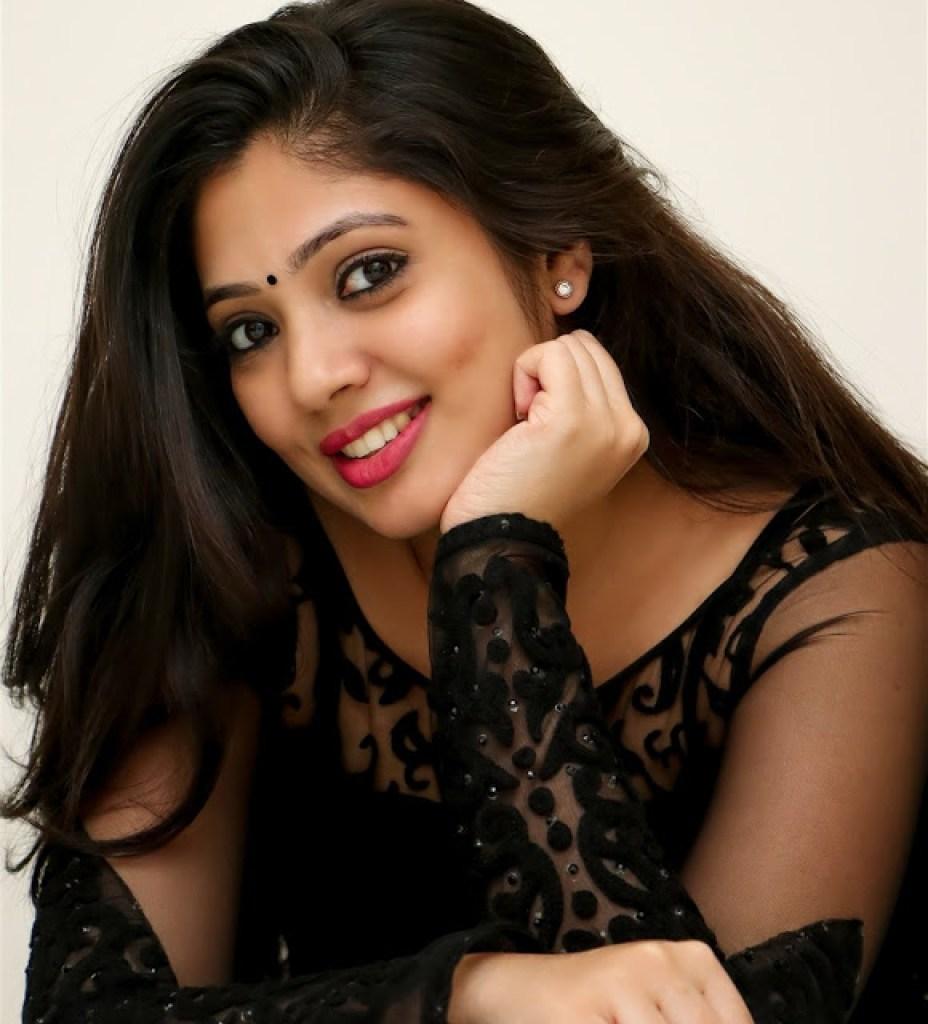 76+ Gorgeous Photos of Veena Nandakumar 62