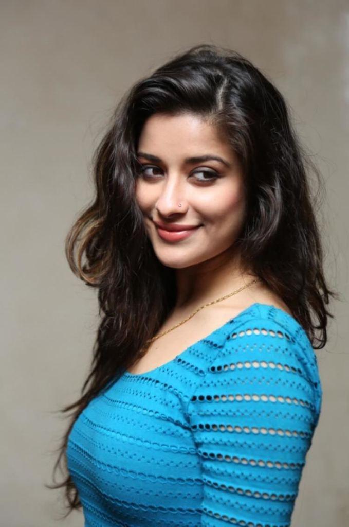 49+ Gorgeous Photos of Nyra Banerjee 1