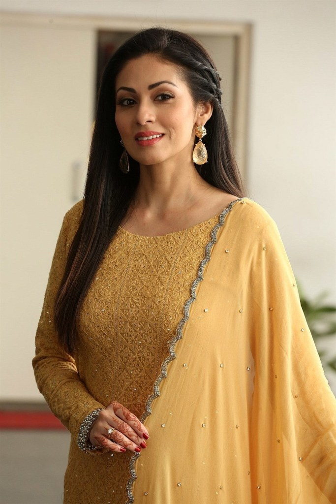 44+ Lovely Photos of Sadha 4