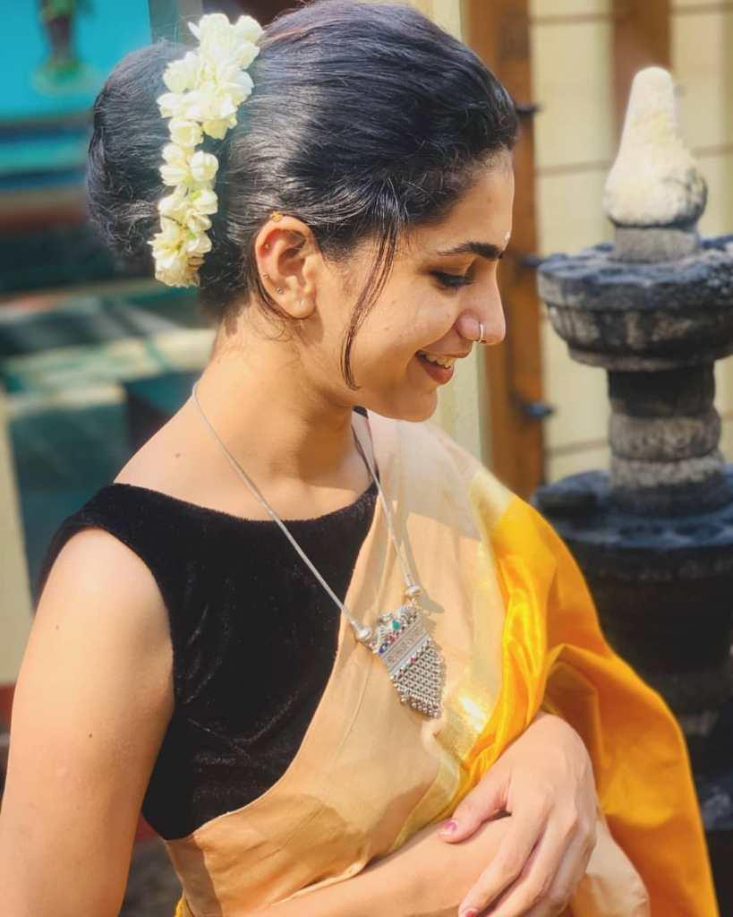 Deepa Thomas HD Photos, Biography, Wiki, Husband, Family, Instagram 22