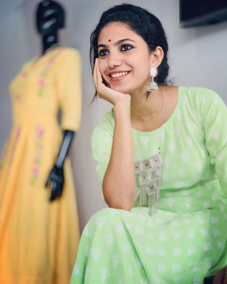 Deepa Thomas Gorgeous Photos, Biography, Wiki, Husband, Family, Instagram 94