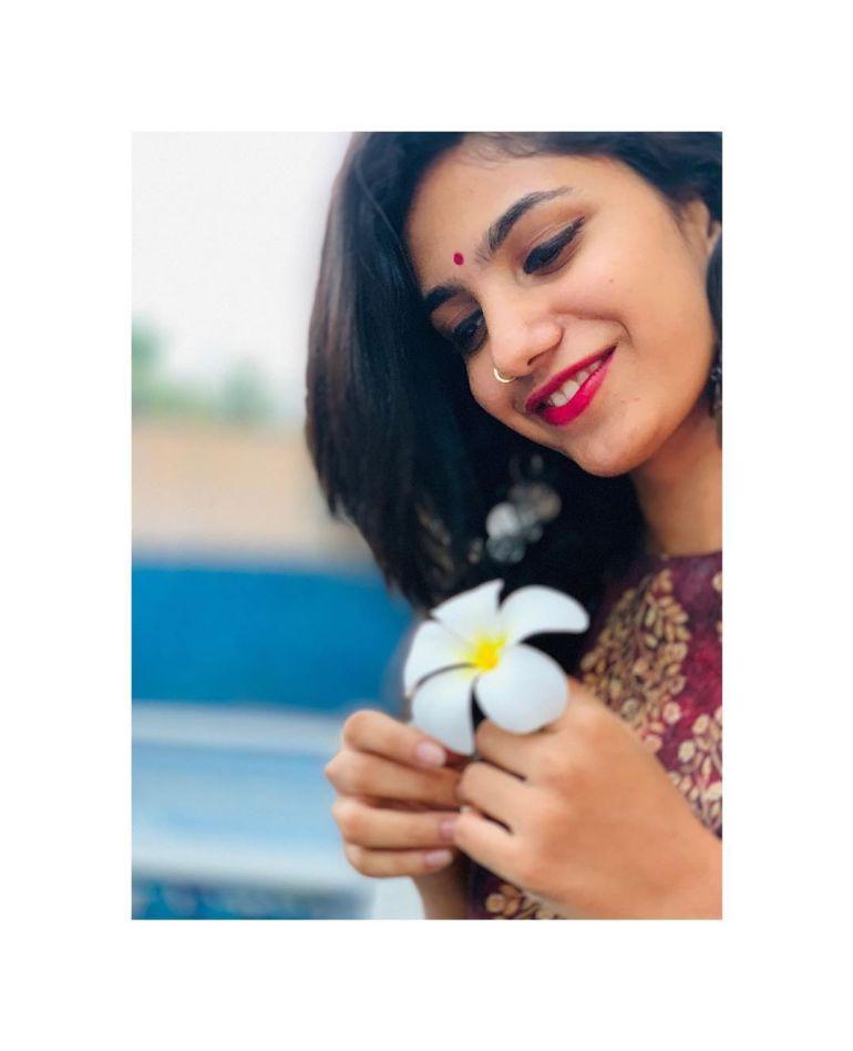 Deepa Thomas Gorgeous Photos, Biography, Wiki, Husband, Family, Instagram 100