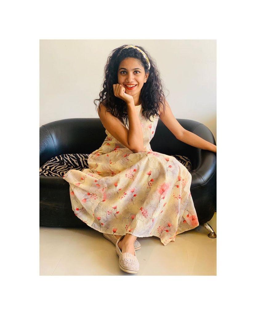 Deepa Thomas HD Photos, Biography, Wiki, Husband, Family, Instagram 18