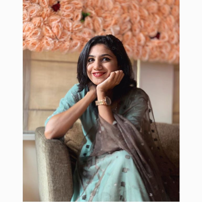 Deepa Thomas Gorgeous Photos, Biography, Wiki, Husband, Family, Instagram 102