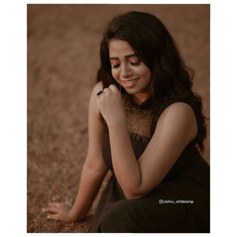 Sneha Babu Wiki, Biography, Age, Boyfriend, Movies, webseries and Beautiful Photos 20