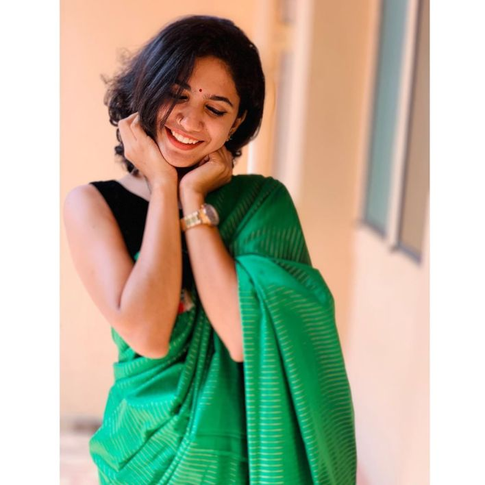 Deepa Thomas Gorgeous Photos, Biography, Wiki, Husband, Family, Instagram 24