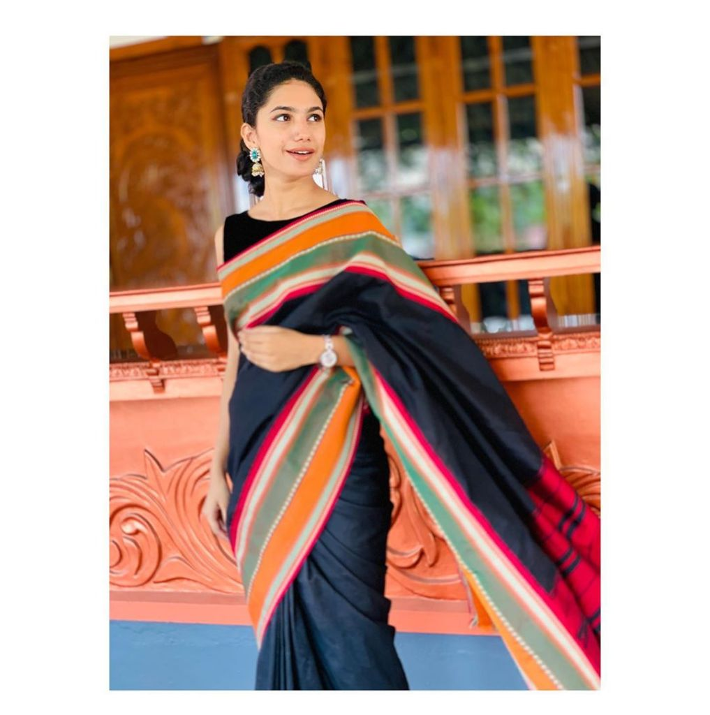 Deepa Thomas HD Photos, Biography, Wiki, Husband, Family, Instagram 13