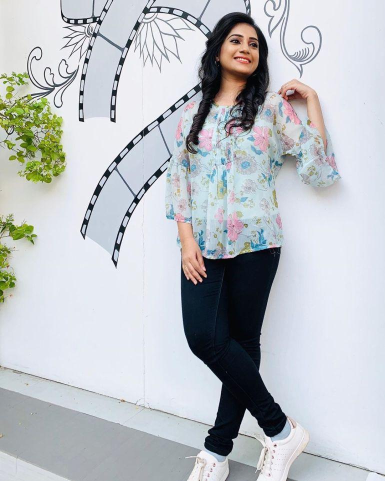 20+ Beautiful Photos of Gopika Anil 96