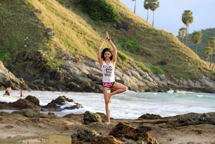 38+ Glamorous Photos of Sapna Vyas Patel 9