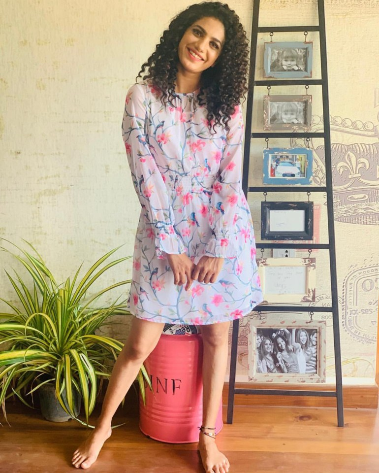Deepa Thomas Gorgeous Photos, Biography, Wiki, Husband, Family, Instagram 91