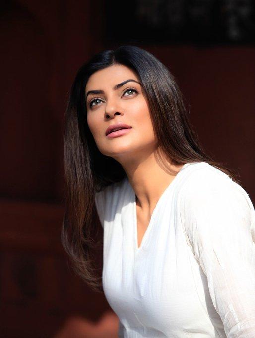 24+ Stunning Photos of Sushmita Sen 105