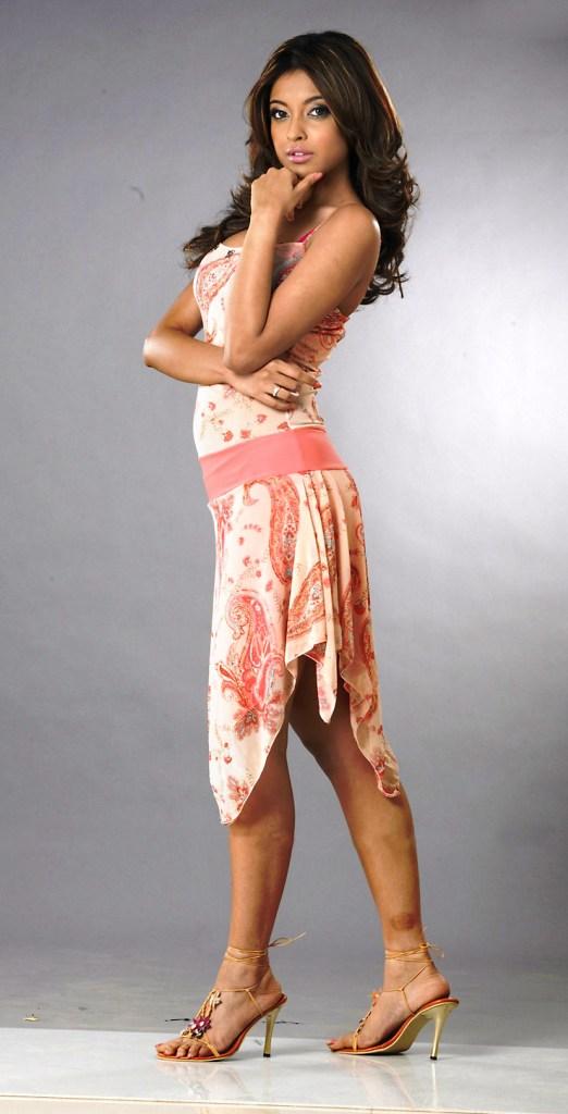 28+ Beautiful Photos of Tanushree Dutta 108