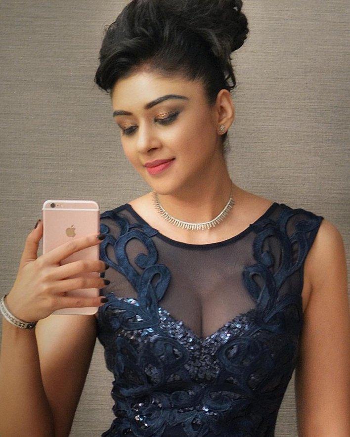 38+ Glamorous Photos of Sapna Vyas Patel 21